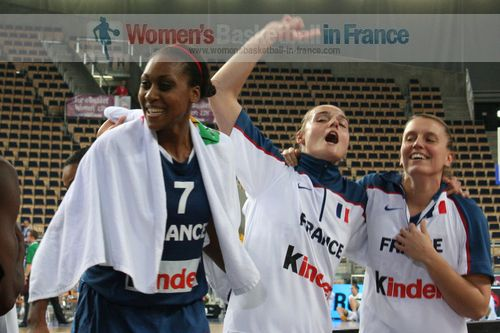 Sandrine Gruda, Clémence Beikes and Marion Laborde celebrate at EuroBasket Women 2011 © womensbasketball-in-france.com