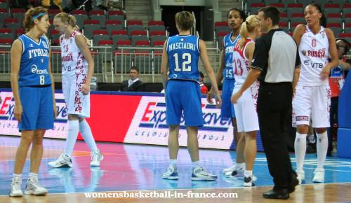 Russia and Italy at EuroBasket Women2009 © womensbasketball-in-france.com