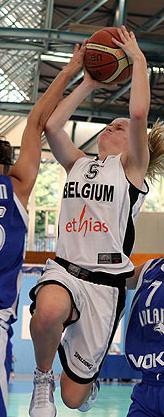 Julie Vanloo leading Belgium U16 © Ciamillo-Castoria