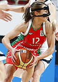Natallia Marchanka playing with a face mask EuroBasket women 2009 © Agenzia Ciamillo-Castoria/E.Castoria