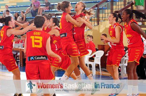 Spain U18 Women basketball team celebrating  in Croatia (2013)