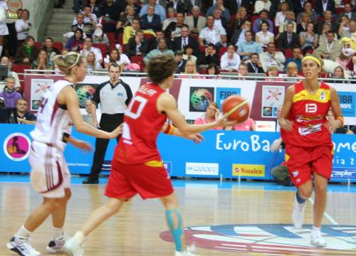 Spain  and Latvia at EuroBasket Women2009 © womensbasketball-in-france.com