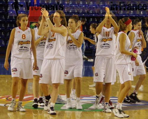 Spain celebrate beating the hosts Slovak Republic at 2010 European Championship Women © womensbasketball-in-france.com