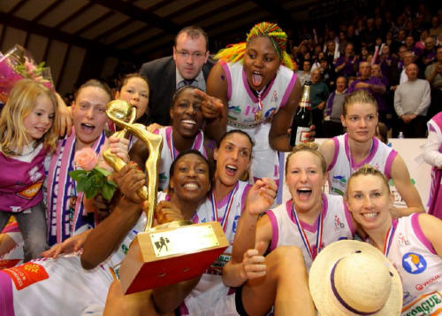 Tarbes Gespe Basket Elite are 2010 LFB champions © Laurent Dard