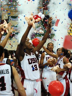 Time to celebrate for the USA © FIBA