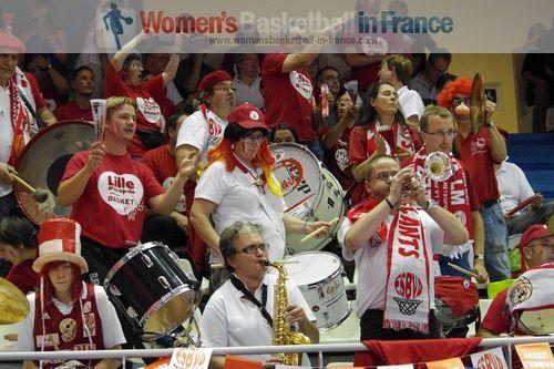 Villeneuve fans celebrating