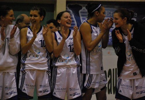 Etoile Voiron acknowledge the fans © edv-basket  border=