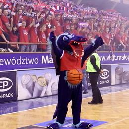 Wisla Can-Pack's fans and mascot on the way to FIBA Europe EuroLeague Women final four  © Krzysztof Porębski