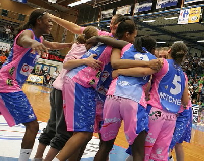 Arras beat Bourges Basket in overtime  © Olivier Martin