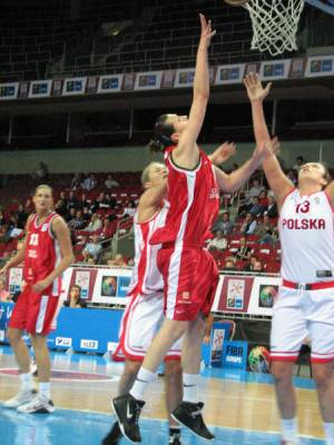 Polish and Czech Women basketball players at  EuroBasket Women 2009 © womensbasketball-in-france.com