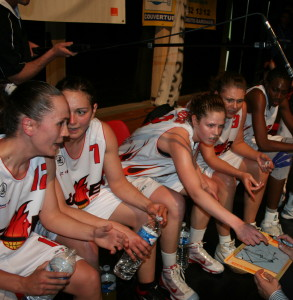 Charleville (FCBAA time-out) © womensbasketball-in-france.com